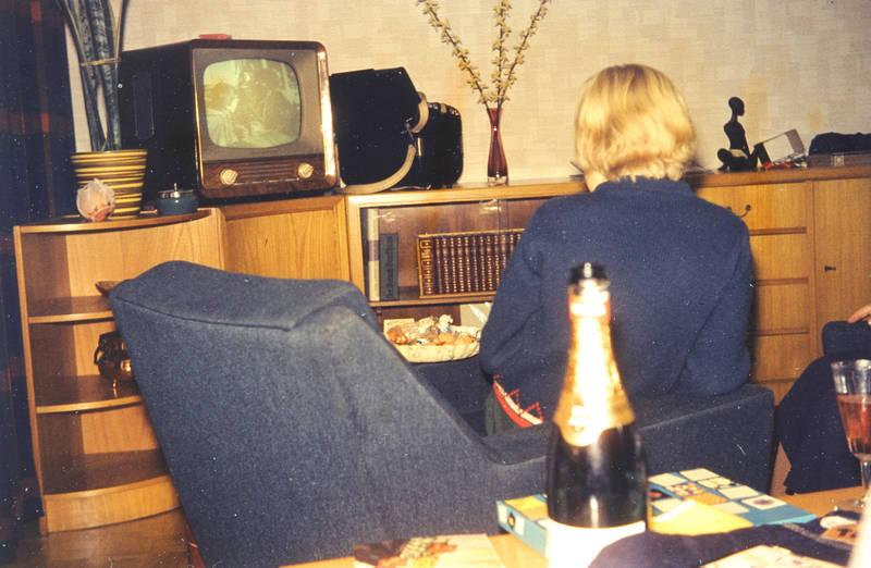 einrichtung, fernsehen, Fernseher, Möbel, Sektflasche, sessel, tv, wohnzimmer
