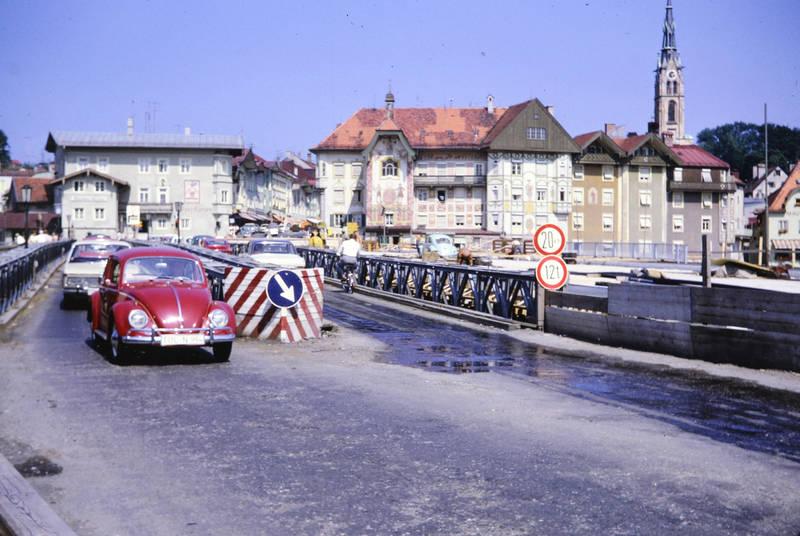 auto, bmw-2000, brücke, käfer, KFZ, kirche, PKW, rekord-a, straßenschild, vw, VW-Käfer