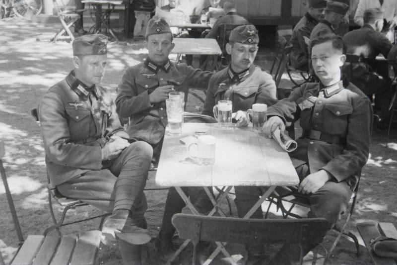 Bier, Biergarten, Bierglas, Nationalsozialismus, soldat, Uniform, Wehrmacht