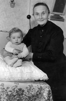 Oma und Kleinkind