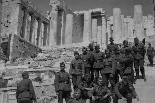 Soldaten vor der Akropolis