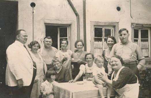 Gruppenbild im Hof