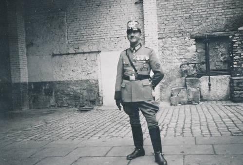 Uniformiert mit Orden