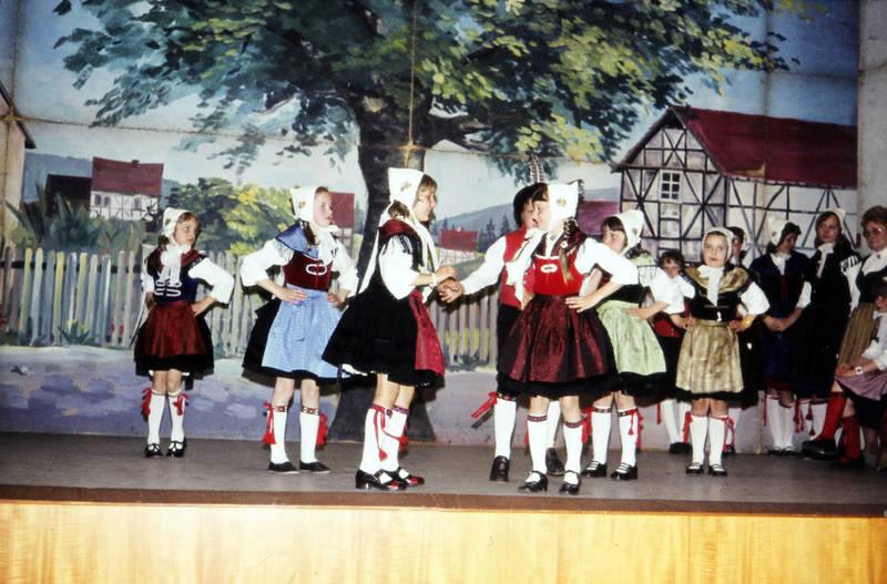 Aufführung, bühne, bühnenbild, Kindheit, Kostüm, tanz, tanzen, Tracht, verkleidung, Vorführung