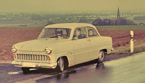 Oldtimer Ford Taunus 12m