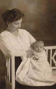 Mutter und Sohn 1919