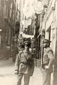Offiziere in Genua