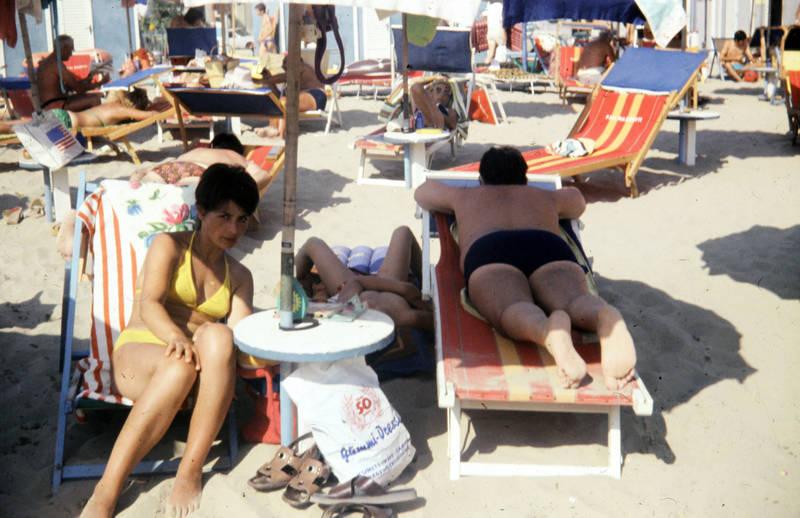 Bikini, entspannen, gummi-dressler, Handtuch, liege, schlafen, Sonnenliege, sonnenmilch, Sonnenschirm, strand, Strandliege, Tüte, urlaub, Urlaubsreise