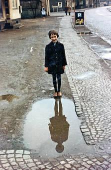 Auf regennasser Straße