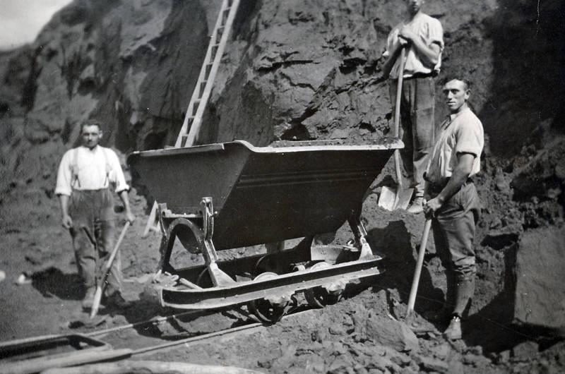 arbeit, Arbeiter, arbeitsalltag, Bergbau, schaufel, spitzhacke, waggon
