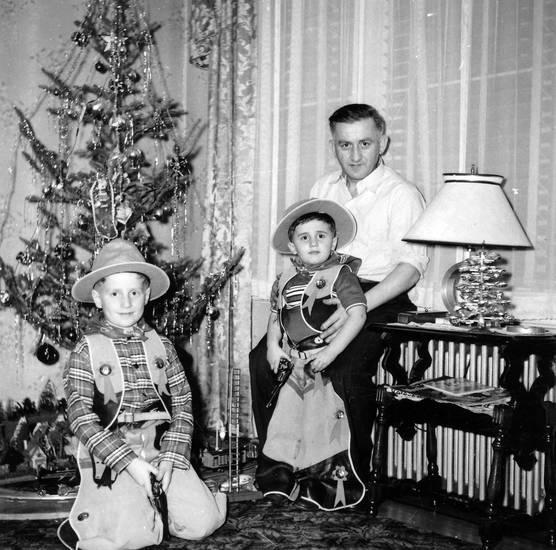 christbaum, cowboy, Kindheit, Kostüm, Tannenbaum, vater, verkleidung, Weihnachten, Weihnachtsbaum