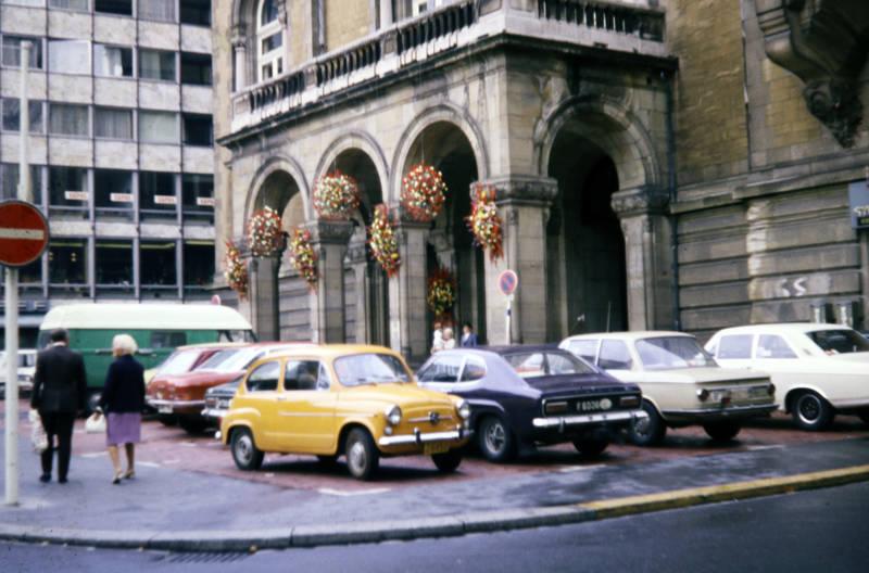auto, bmw-02, fiat-650, ford-capri, gebäude, KFZ, nsu-ro80, Parkplatz, PKW, Rathaus