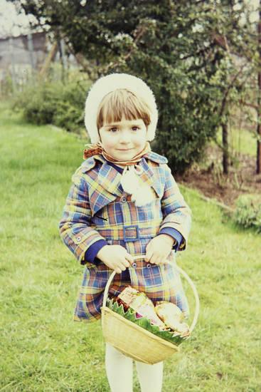 Kindheit, ostereiersuche, osterkorb, Ostern, süßigkeiten