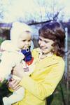 Kleinkind auf dem Arm