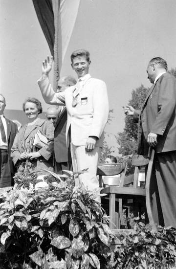 bernd cullmann, bühne, Empfang, fahne, Idar-Oberstein, Olympia, olympiasieger, sieger, Stuhl, tiefenstein, Winken