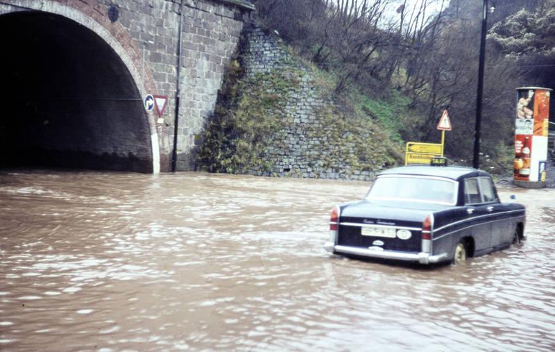 auto, Hochwasser, Idar-Oberstein, KFZ, Litfaßsäule, PKW, taxi