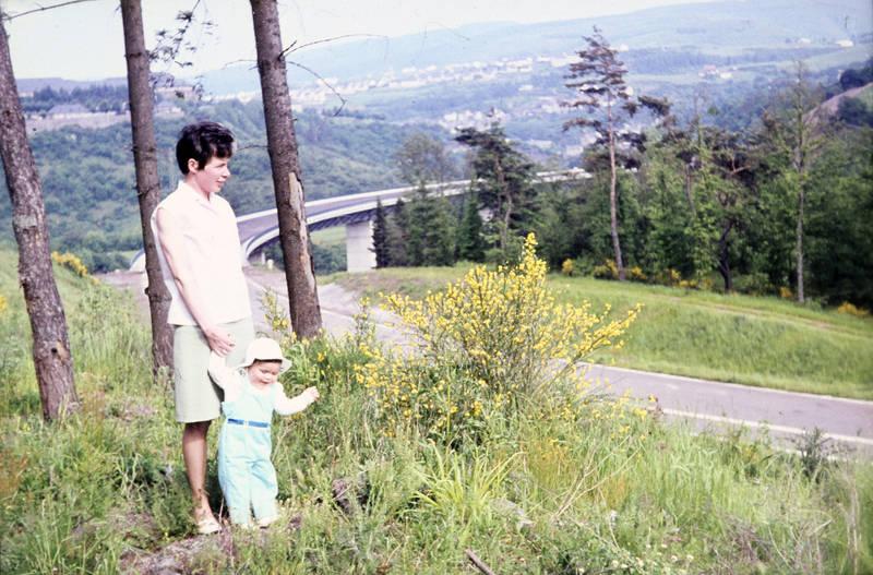 enzweiler, kind, Kindheit, Mutter, Pfingsten, straße