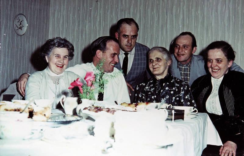 70. Geburtstag, familie, kuchen, mode