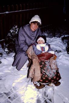 Mit Mama in den Schnee
