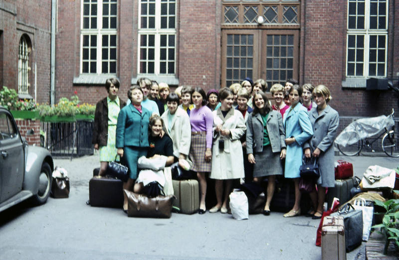 Abiturfahrt, berlin, Gepäck, Koffer, Mädchenklasse, mode, VW-Käfer