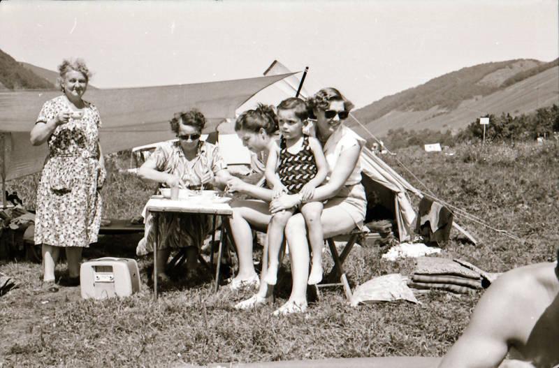 camping, freizeit, Kindheit, Kofferradio, Radio, sonnenbrille, urlaub, zelten