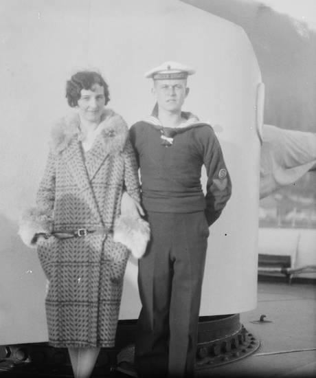 Kreuzer, Kreuzer Emden, Matrose, mode, Paar, Reichsmarine, reise, Rettungsboot, schiff, Schulschiff, Uniform, Weimarer Republik