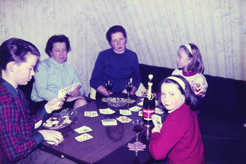 Flasche, Glas, karten, Kartenspiel, Kekse, Kindheit, schloß reinberg, Sekt