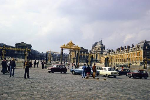 Vor dem Schloss Versailles
