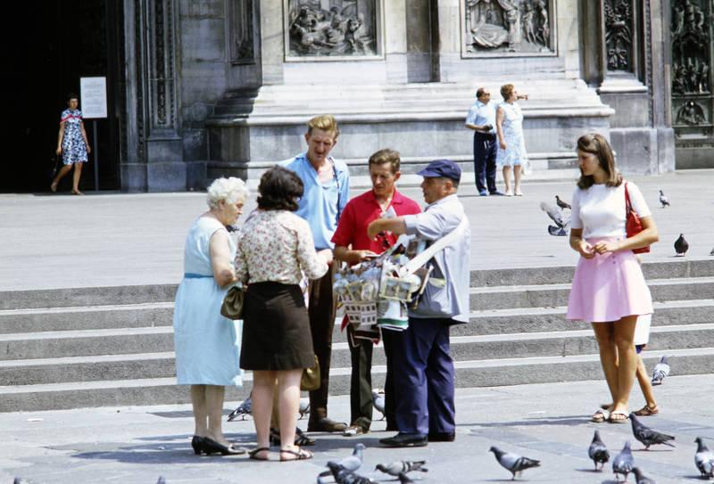 Bauchladen, Holzklepper, Mailand, mode, Straßenverkäufer, taube, tourismus