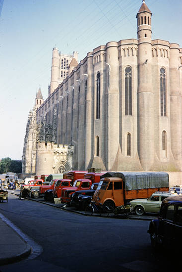 Albi, Kathedrale, KFZ, Lastwagen, PKW