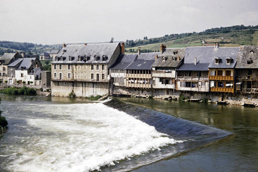 Häuserfront an der Aveyron