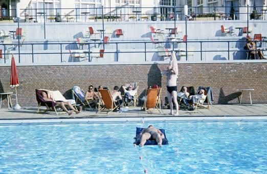 Der Pool des Rembrandt-Hotels