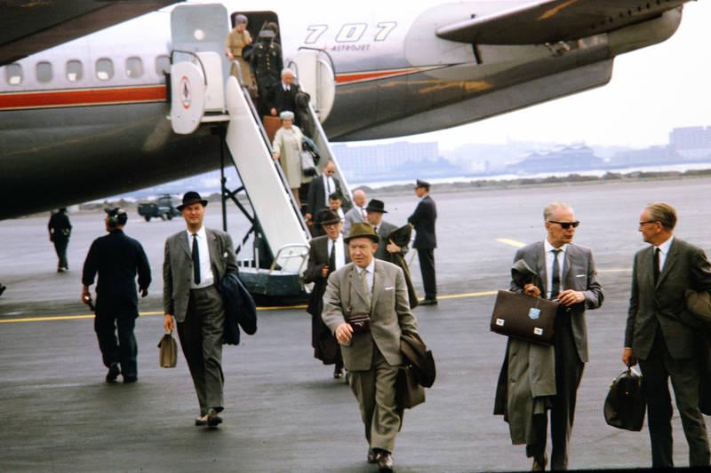 aktenkoffer, Amerika, Boeing 707, boston, Flughafen, flugzeug, geschäftsmann, hut, mode, passagier, reise, urlaub, Urlaubsreise, usa