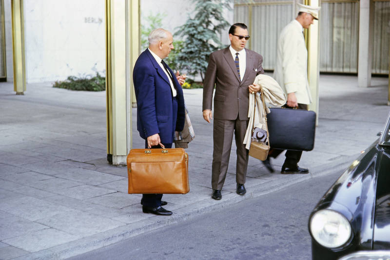 anzug, berlin, Gepäck, Kegeltour, Kegelverein, Koffer, mode, sonnenbrille, Tasche