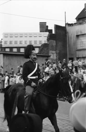 25 Jahre, Feierlichkeit, Festlichkeit, festumzug, Jubiläum, Pferd, reiten, stadt, stadtjubiläum, Umzug, Uniform, Wuppertal, Zuschauer