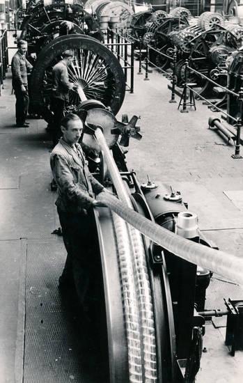 arbeit, arbeiten, Arbeiter, Kabelfabrik, Kabelfabrik Leverkusen, Maschine, Rohr