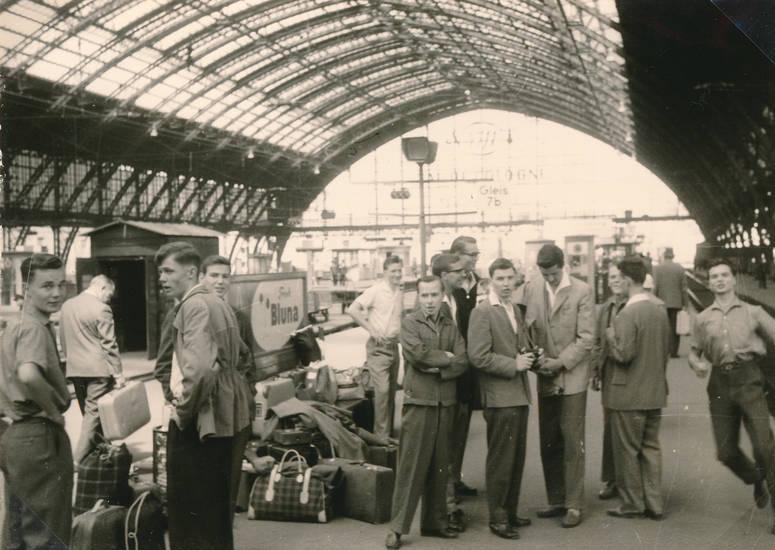 ausflug, bahnhof, Bluna, Gepäck, Gleis 7b, Hauptbahnhof, Klassenfahrt, Koffer, köln hbf, reise, Warten