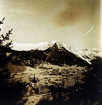 Schneebedecktes Tal