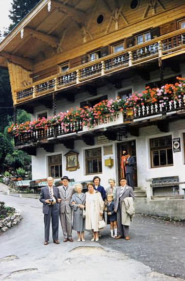 anzug, Balkon, Blume, familie, Fotoapparat, Gasthof, Geranien, Kindheit, mode, Tegernsee