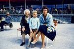 Mit Oma auf der Bank
