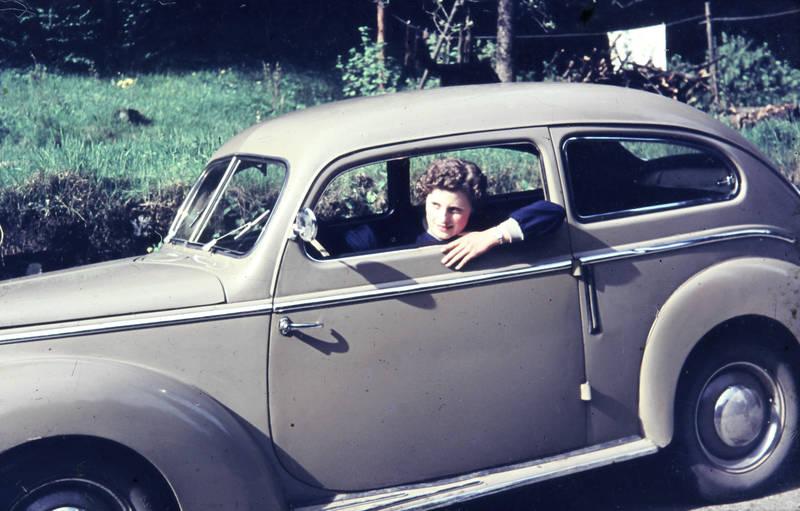 auto, Buckeltaunus, Fahrerin, ford, Ford-Taunus, Ford-Taunus-G73A, frau am steuer, KFZ, limousine, PKW
