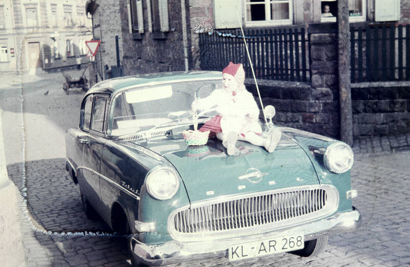 auto, KFZ, Kindheit, Kostüm, limousine, motorhaube, Opel, Opel Rekord, Opel Rekord P1, PKW, rekord-p1, verkleidung