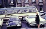 Autos und Reisebus