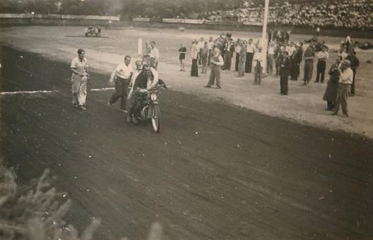 Marx Reiter gewinnt die 350cc