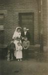 Brautpaar mit Kindern