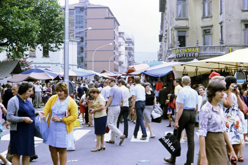 Adidas, Bar Centrale, lugano, markt, mode, schirm, tourist, Zebrastreifen