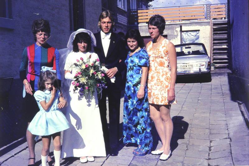 auto, Blumenmuster, Braut, Bräutigam, brautkleid, Brautstrauß, bunt, Essenheim, Hochzeit, KFZ, mode, PKW, rheinhessen, schleier