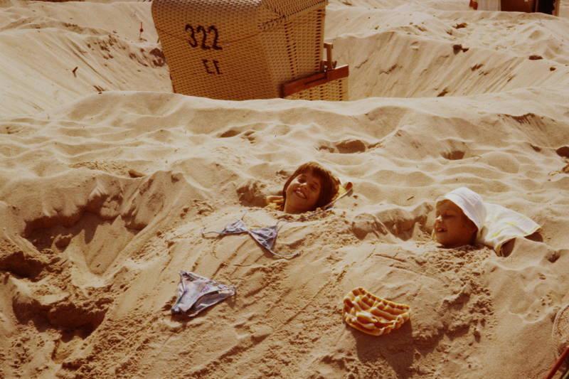 Bad Ems, bademode, einbuddeln, Kindheit, lachen, Nordseestrand, sand, Sommer, strand, Strandkorb