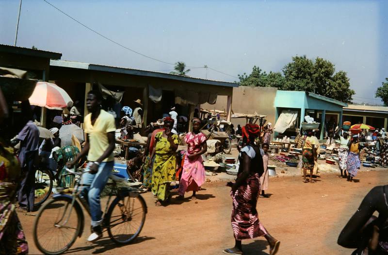 Elfenbeinküste, fahrrad, Korhogo, markt, mode, Traditionelle Kleidung, verkäufer