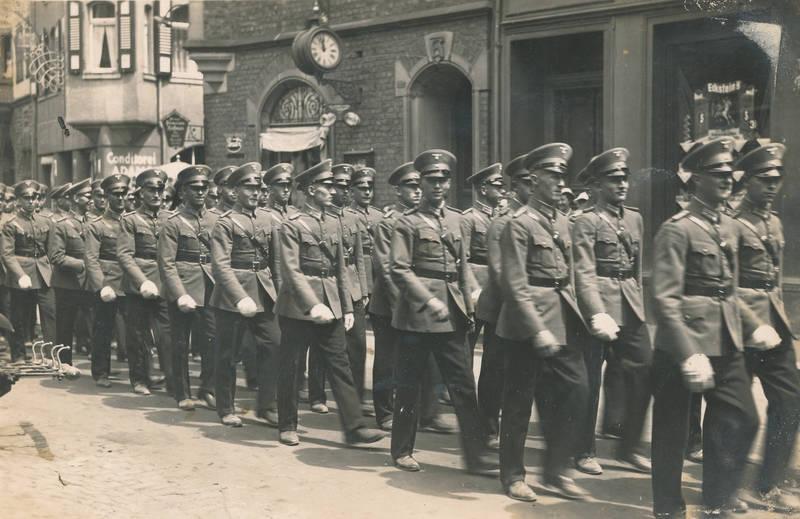 2.Weltkrieg, Bacharach, Konditorei, Marsch, marschieren, Militär, Nationalsozialismus, Oberstraße, soldat, Soldaten, Uniform, Wehrmacht, zweiter weltkrieg